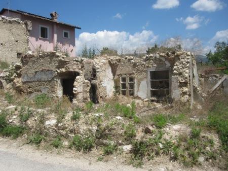 Onna - Ci sono solo macerie: sembra di stare a Pompei